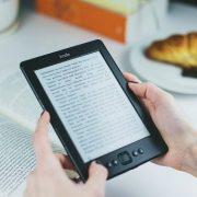 کدام محبوبتر است؟ کتاب کاغذی یا کتاب الکترونیکی